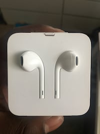 White apple earpods with Aux to lighting cable Toronto, M6C