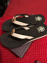 pair of black-and-white flip flops Dumfries, 22172