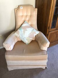 Beautiful Light Pink Lounging Chair, Clean, In Great Condition and Very Comfortable El Paso, 79936