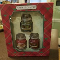 NEW Yankee Candle Favorite Holiday scented jar can