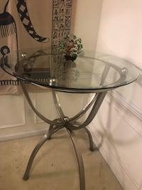 round clear glass top table with black metal base Sterling, 20164