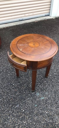 round brown wooden side table Virginia Beach, 23454