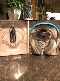 black and gray wireless headphones box Pleasant Prairie, 53158