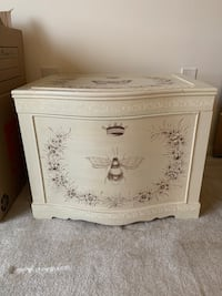 White wooden floral print chest Mc Lean, 22102