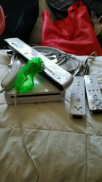 Wii system with 4 games Kitchener, N2A 1M7