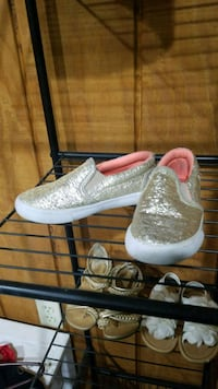 pair of glittered slip-on shoes size 9 Glassport, 15045