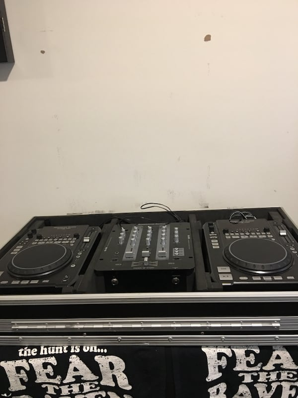 Dj mixer and American audio CDJ a1a7554a-1902-464c-9458-61e035e61686