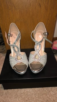 pair of gray leather open-toe heeled sandals Oak Lawn, 60453
