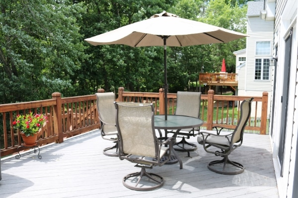 Patio Table with 4 chairs and Umbrella 911ab54d-2d06-4b9a-86d6-6c4a52503ae1