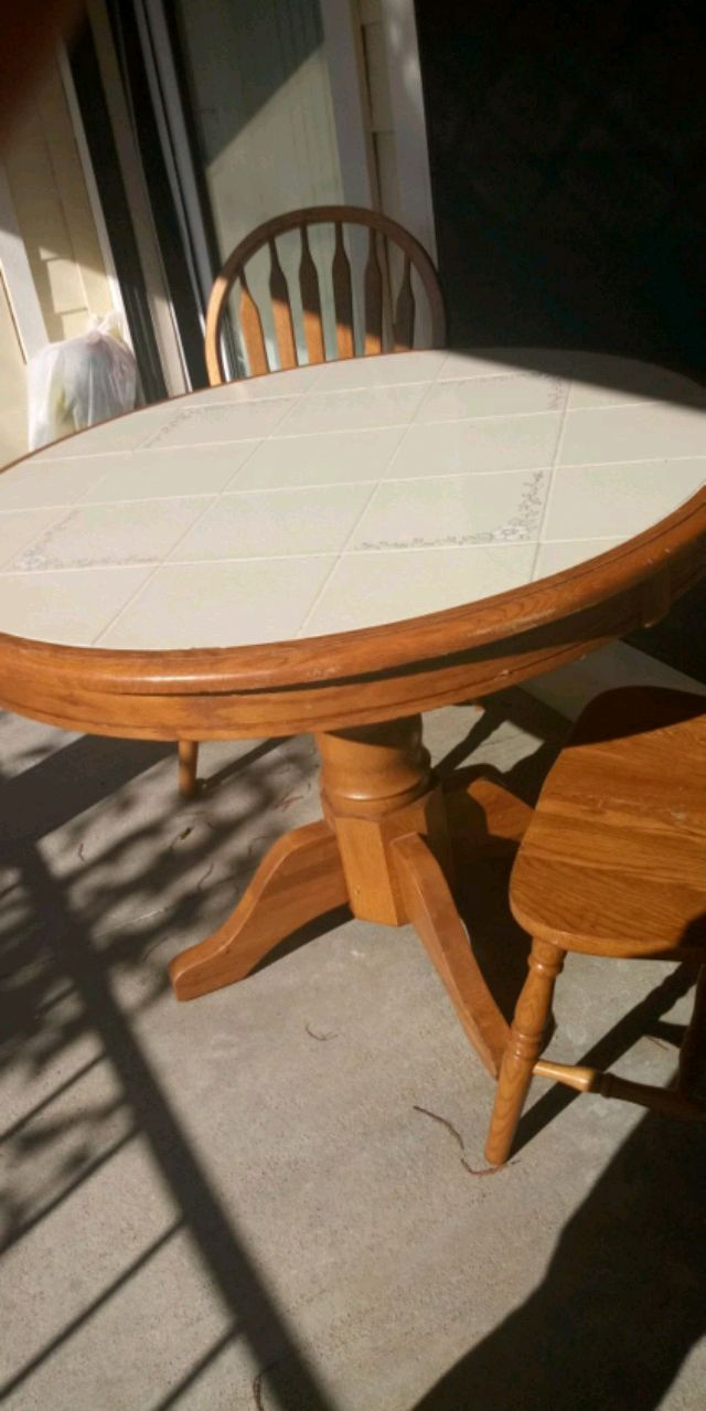 used round brown wooden pedestal table for sale in mesquite letgo rh gb letgo com