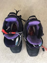 Pair of black-and-purple snowboarding boots Fairfield, 94534