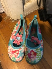 pair of multicolored floral slip-on shoes لويل, 01852