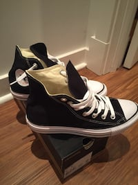 Converse All Star high-top sneakers size wmns 8 or men's 6 Toronto, M4E 2S4