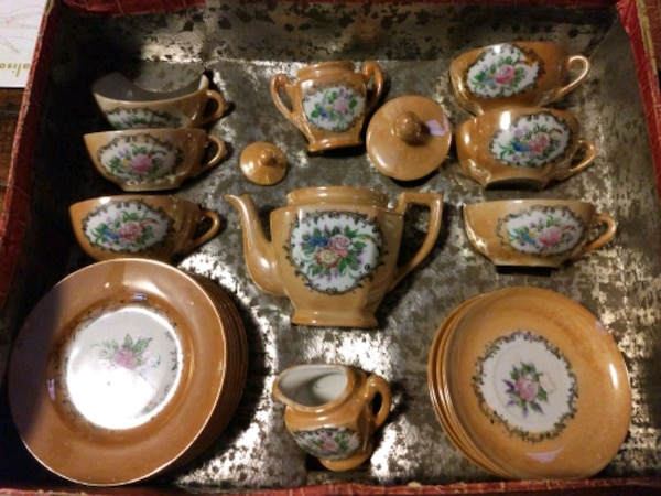 Antique children's tea set ffde3adb-6e26-4d40-b35d-1bc069b359c0