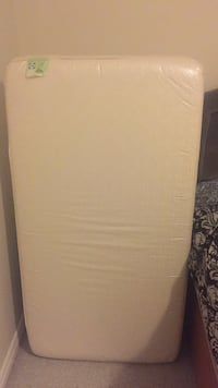 crib Mattress .. will include mattress cover.. Sealy brand mattress .. barely used Mississauga, L5W