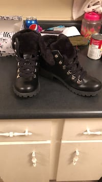 Womans winter boots  2465 km