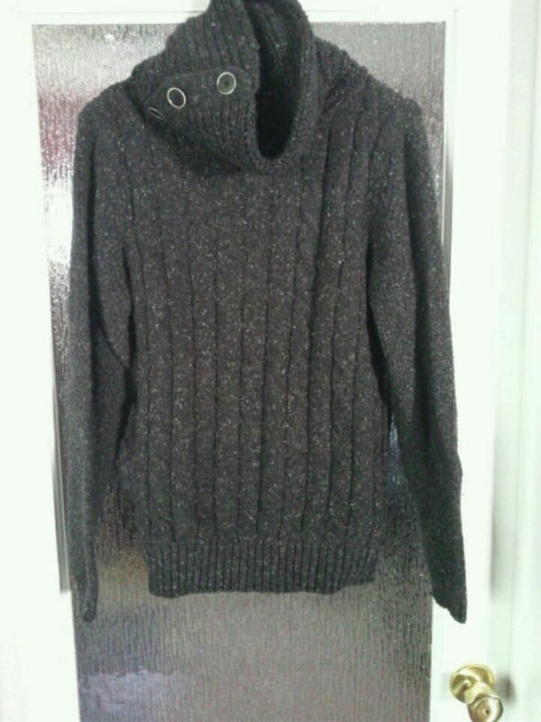 GUESS Men's sweater  5d0160c4-04ae-4536-8839-eccee6463486