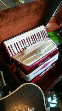 white and red electronic keyboard Freeport, 11520