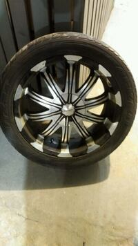 20 inch rims set of 4 only used 2 summers universal bolt pattern Toronto, M4K 2P3