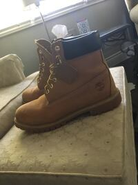 pair of brown Timberland work boots St Catharines, L2N 5T6