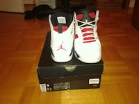 pair of white Air Jordan basketball shoes with box Richmond Hill, L4S