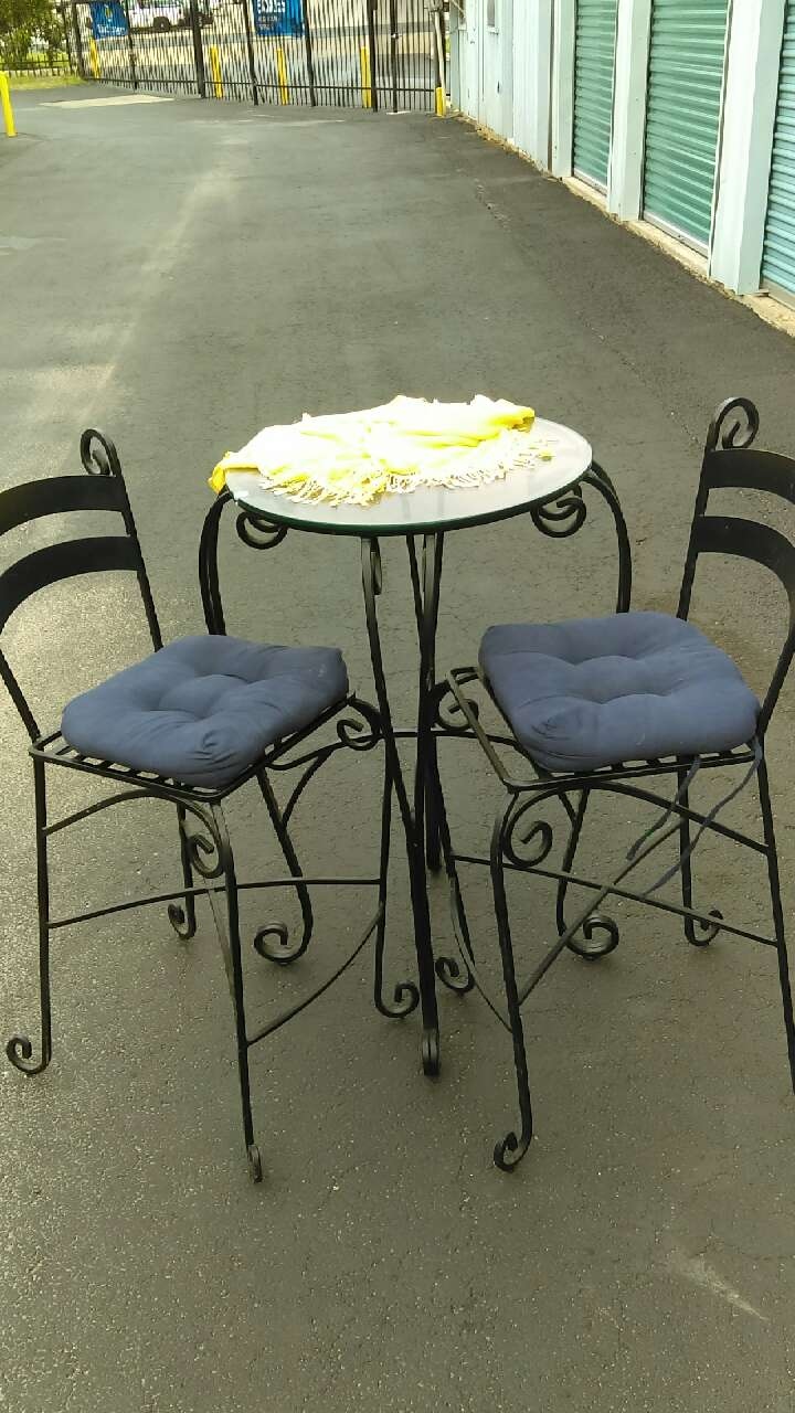used round black metal frame table and two chairs for sale in austin rh us letgo com