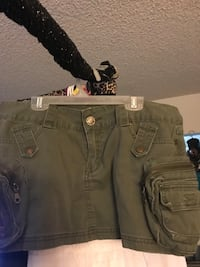 Ladies short army green skirt with lots n lots of pockets, $6.00 Barstow, 92311