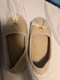 Moccasin slippers brand new  Aldergrove, V4W