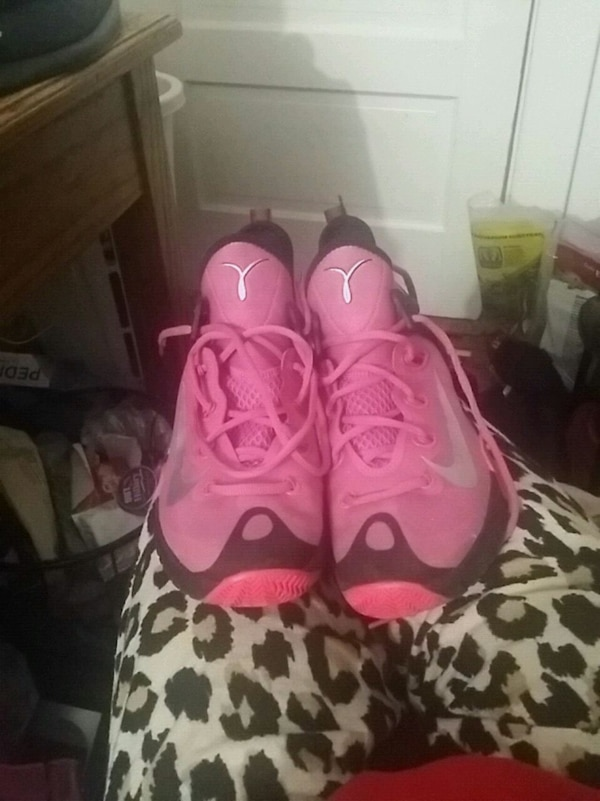 Pink nike zoom breast cancer size 9 men