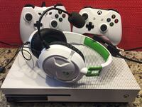 Xbox One S with 2 Controllers and Turtle Beach Headset Norfolk, 23502