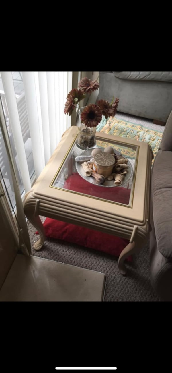 Coffee table and 2 side table and one shelves Unit 9a853586-bbaa-4489-a38b-90d045670ed0