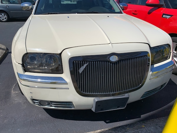 White Chrysler 300 >> Chrysler 300 2007