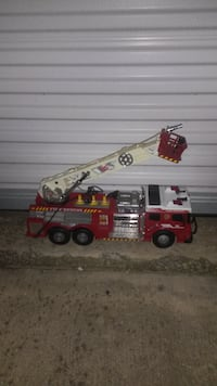 TOY REMOTE CONTROL FIRE TRUCK