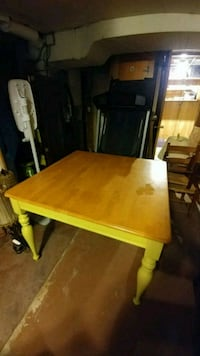 Table with green legs Hagerstown, 21742
