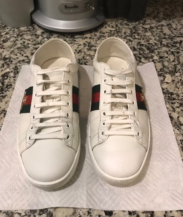 13276b77aae pairs of white-red-and-green Gucci shoes usado en venta en New York ...