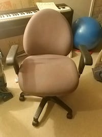 Office chair  London, N5Y 3J4