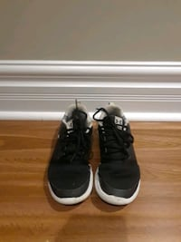 Under armor running shoes - Kids size 4 Toronto, M1R 4E6
