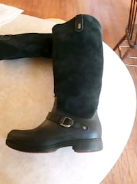 pair of black leather boots Breslau, N0B 1M0