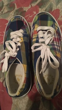 Pair of blue-and-white low top sneakers Harker Heights, 76548