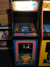 Ms. Pac Man Arcade Game  Wayne, 07470