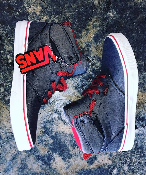 Vans Kids Atwood Hi Youth Size 4 faa0009a-5af5-4c11-abee-61257ff19472