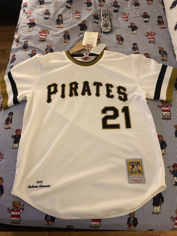competitive price 3defb 72112 Mitchell and Ness Pittsburgh Pirates Roberto Clemente baseball jersey