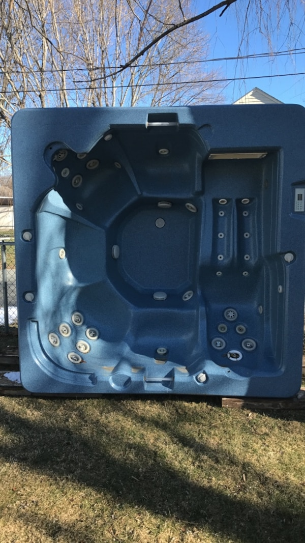 Free Hot Tub >> Used Hot Tub Free Read Description For Sale In
