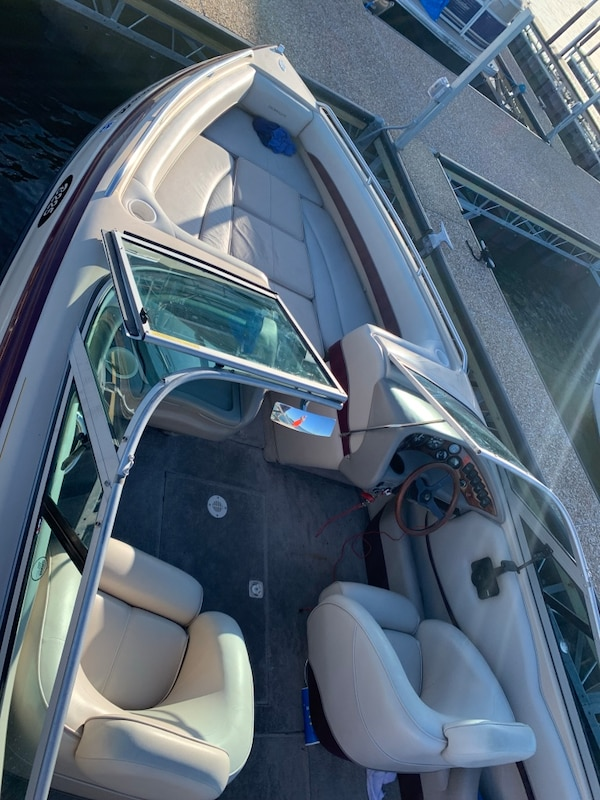 Crownline 225 only 208 hours interior like brand new all original with  captains call exhaust