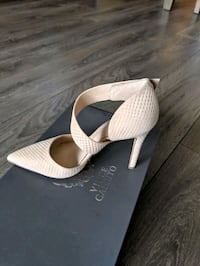 5.5 women's heels from Vince Camuto Toronto, M5V 3X2