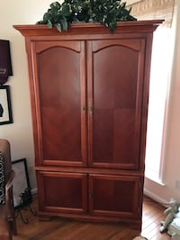 Beautiful cherry wood tv armoire  Fort Belvoir, 22060