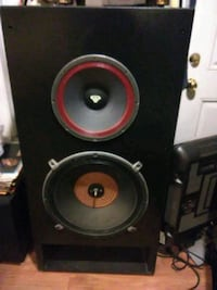 800 Watts Cerwin Vegas 4' x 2' x 2' loud speakers