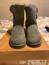 pair of gray suede boots Hayward, 94541