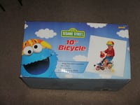 """sesame street 10""""bicycle with training wheels Grand Haven"""