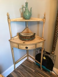 Stunning Vintage Imperial Mahogany Corner Table with Shelf (Delivery Service Available) Boynton Beach, 33436